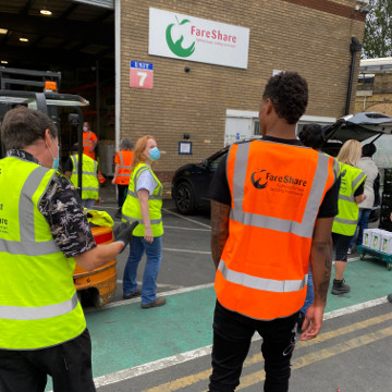 Marcus Rashford visits his FareShare organization.